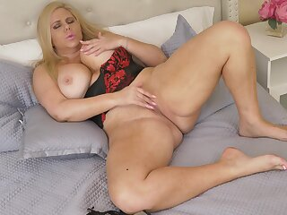 Karen is a hot cougar whose body made be worthwhile for fucking and she loves masturbating