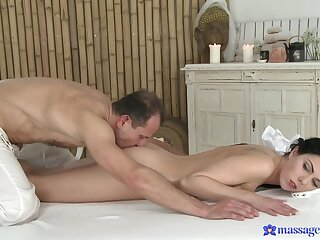 Needy mollycoddle fucks with the older masseur who's Hawkshaw pleases her ergo much