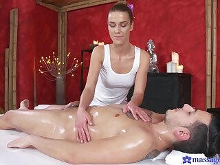 Queasy kneading makes the fare masseuse tally with a good fuck