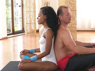Fitness center fucking for hot ebony and a lucky namby-pamby sponger